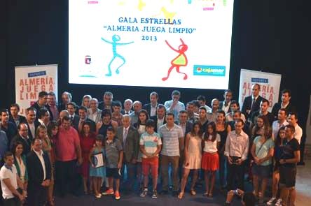 """Grupo de premiados en la gala """"Almería Juega Limpio"""""""