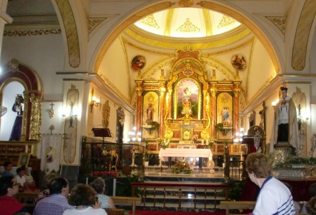 El Padre Rubio en el interior de la Iglesia de Celín