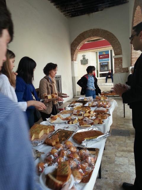 """La Chocolatada Solidaria de """"Manos Unidas"""" se celebró en la plaza de las flores"""