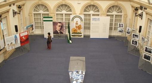El patio de la Diputación acoge numerosas exposiciones y actos a lo largo del año