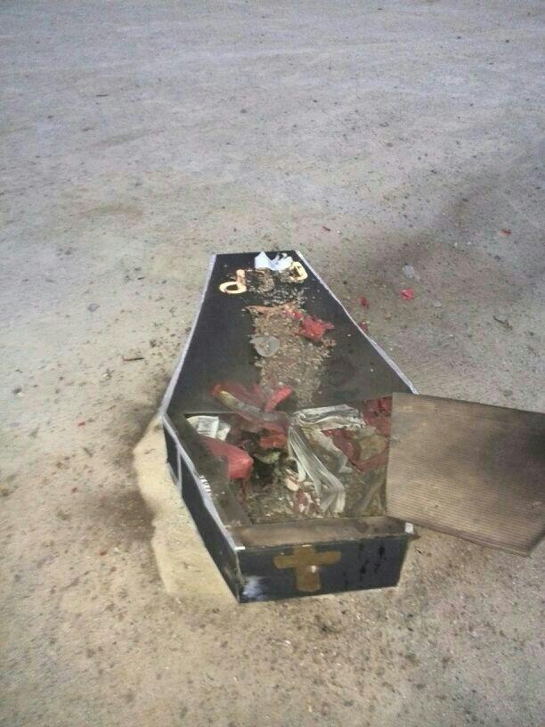 desde el interior de la caja estallan los fuegos artificiales