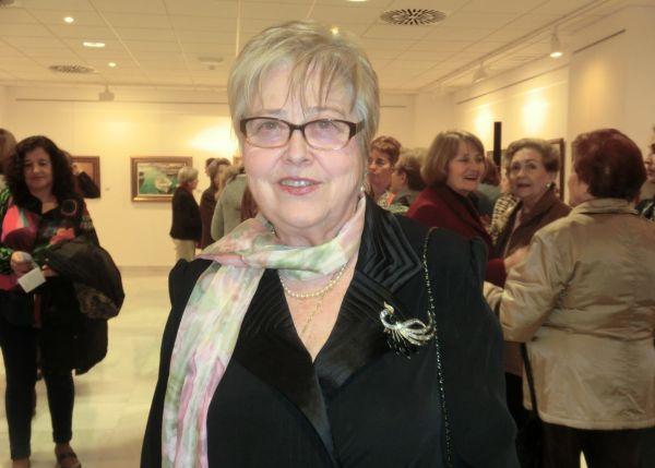 la pintora daliense en la sala de exposiciones de diputaciòn provincial