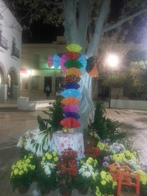 Cruz de la AECC en la plaza de las flores