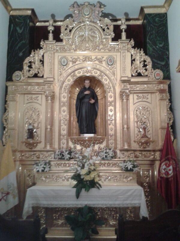 La nueva talla de San José María Rubio en el altar de su capilla
