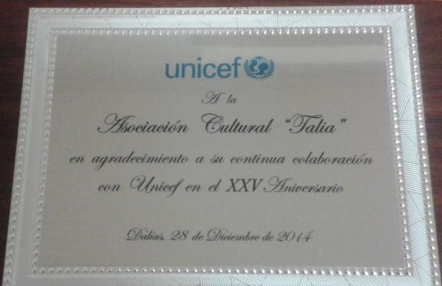 """Placa entrega a """"Talia"""" por la Delegación Unicef de Almería con motivo de  la 25º edición de esta gala"""