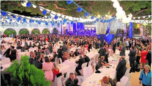 Uno de los tradicionales bailes que el Casino de Dalías organiza durante la celebración de las fiestas del Cristo de la Luz