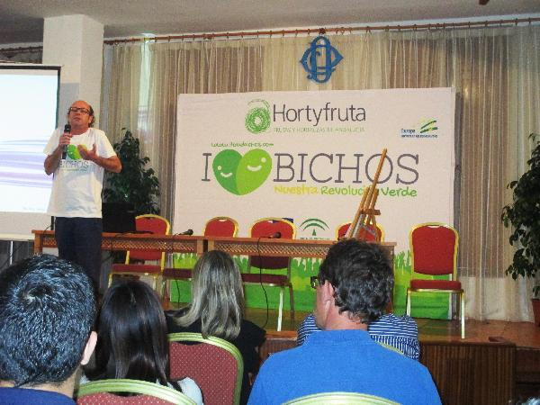 El monologista Kikín Fernández participó en la charla.  [ Agricultura 2000 ]