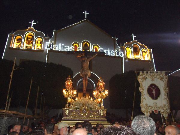 Uno de los momentos más esperados por los dalienses, la salida del Santísimo Cristo de la Luz.   Foto: Juan Antonio Barrios.