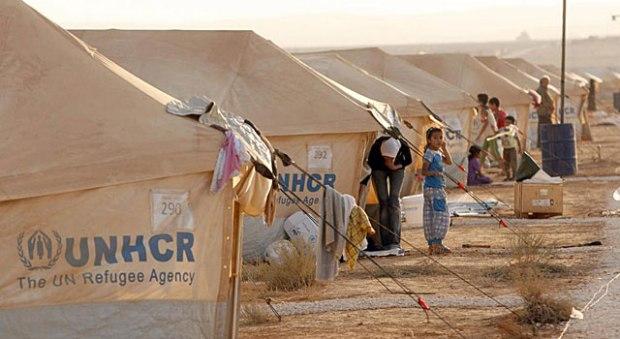 Refugiados sirios en un campamento afgano