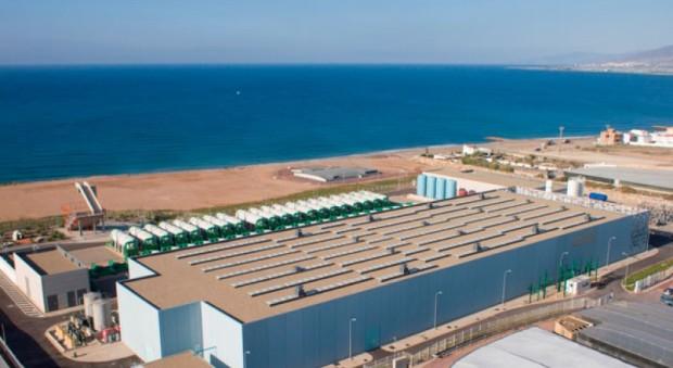 El proyecto, con una inversión de 130 millones de euros, permitirá la producción de más de 97 millones de litros de agua al día para abastecer a 300.000 habitantes y 8.000 hectáreas de regadío del poniente almeriense.